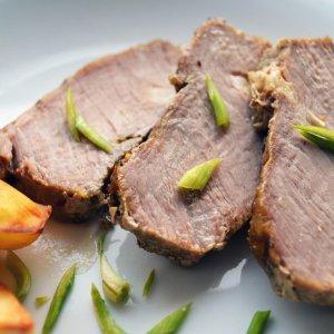 Как запечь свинину в духовке одним куском